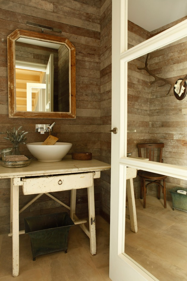 mesa recuperada para baño
